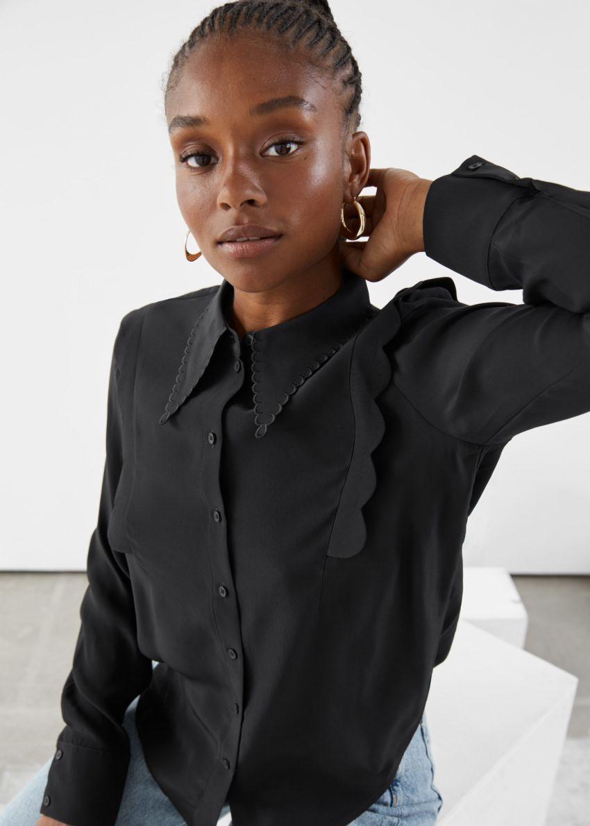 앤아더스토리즈 스캘럽 자카드 셔츠의 블랙컬러 ECOMLook입니다.