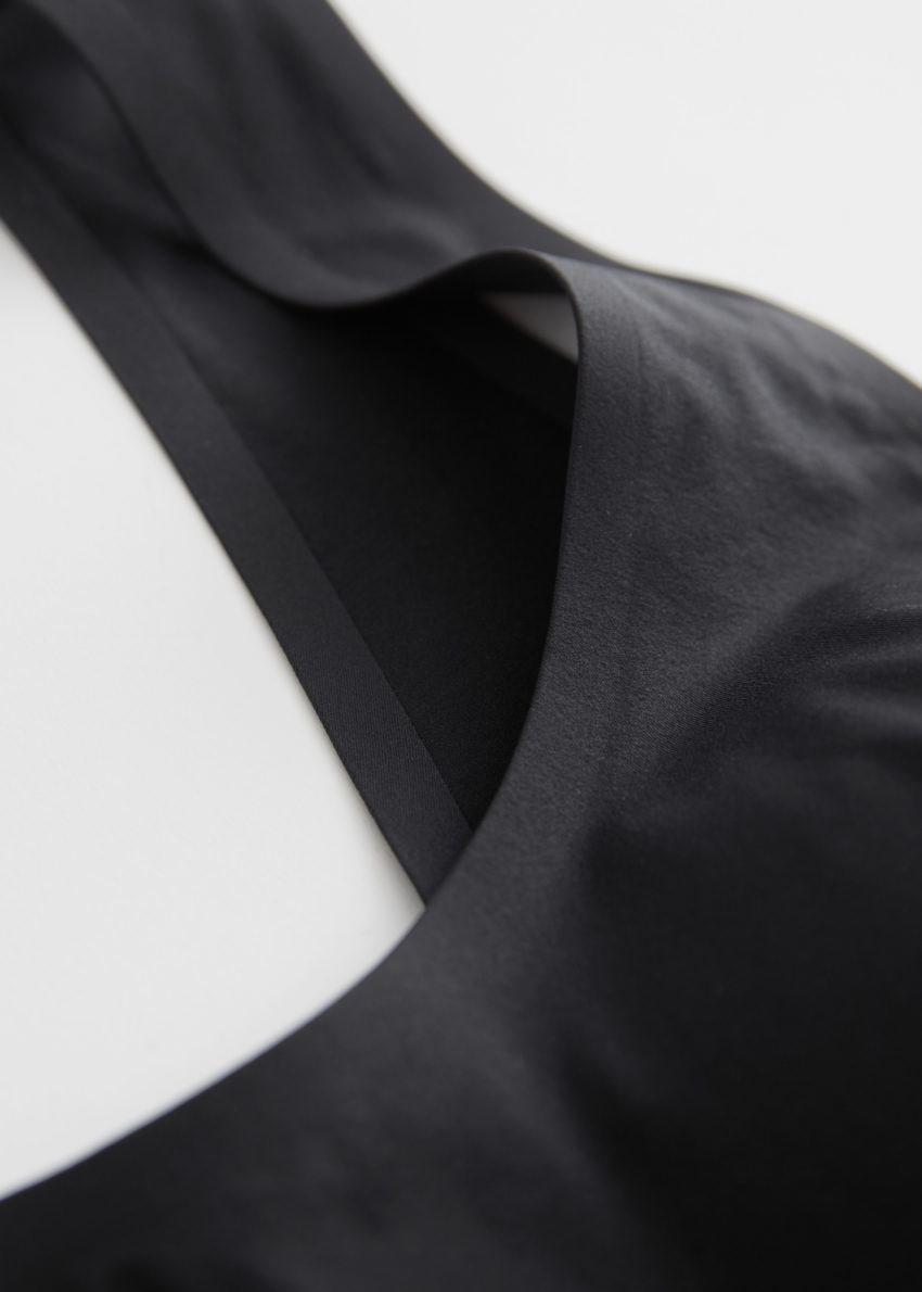 앤아더스토리즈 패디드 심리스 브라렛의 블랙컬러 Detail입니다.