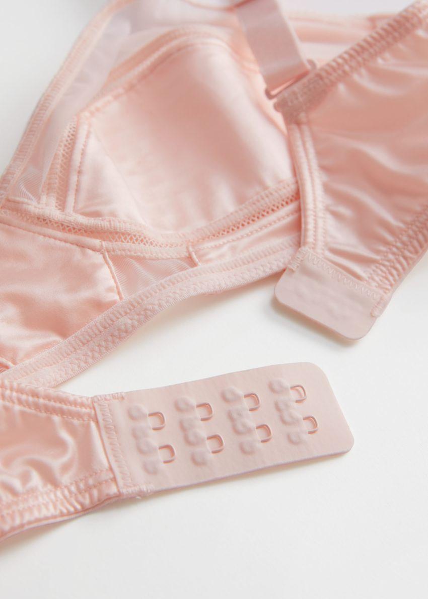 앤아더스토리즈 글로시 시어 패널 소프트 브라의 핑크컬러 Detail입니다.