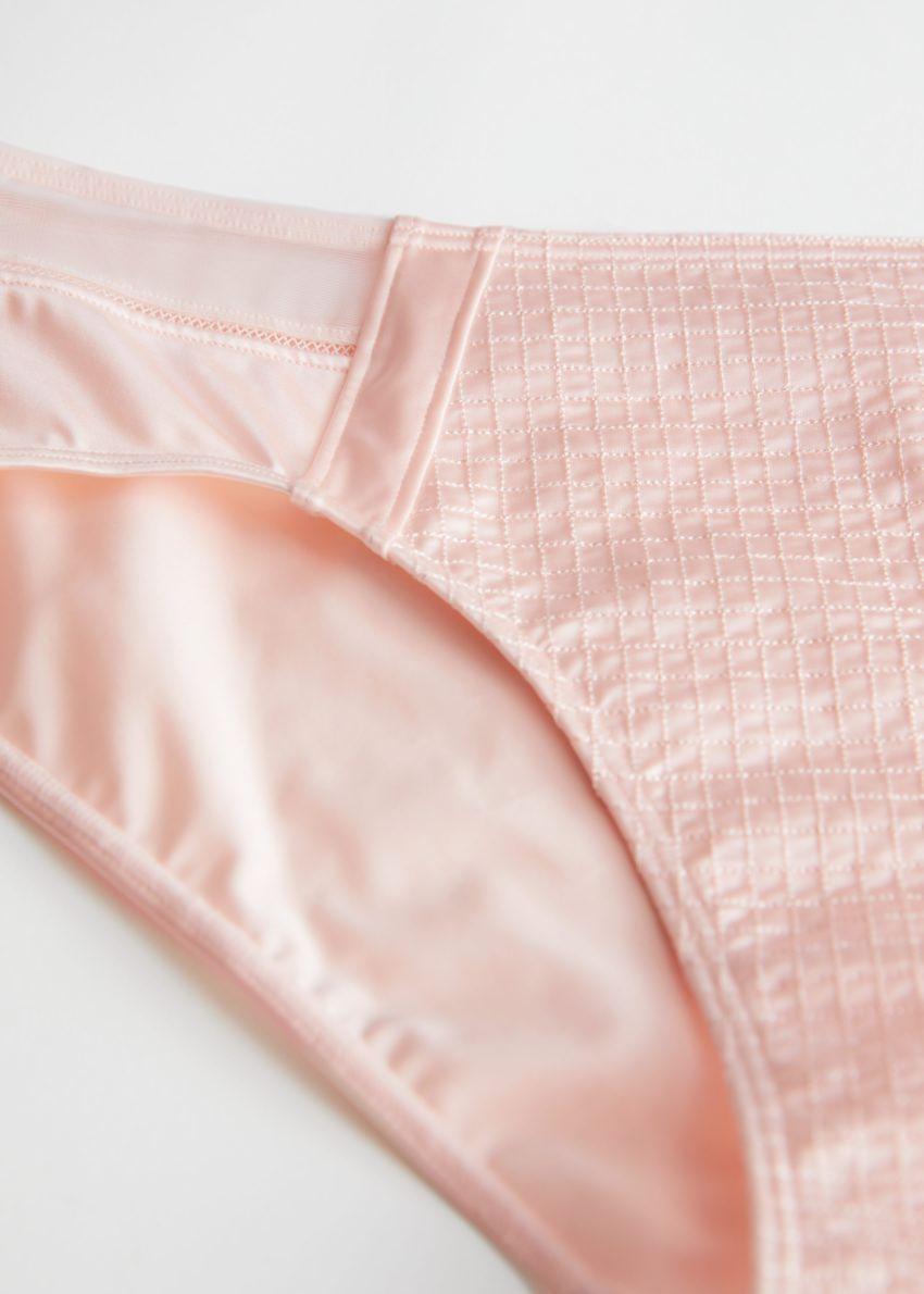 앤아더스토리즈 글로시 탑스티치 브리프의 핑크컬러 Detail입니다.