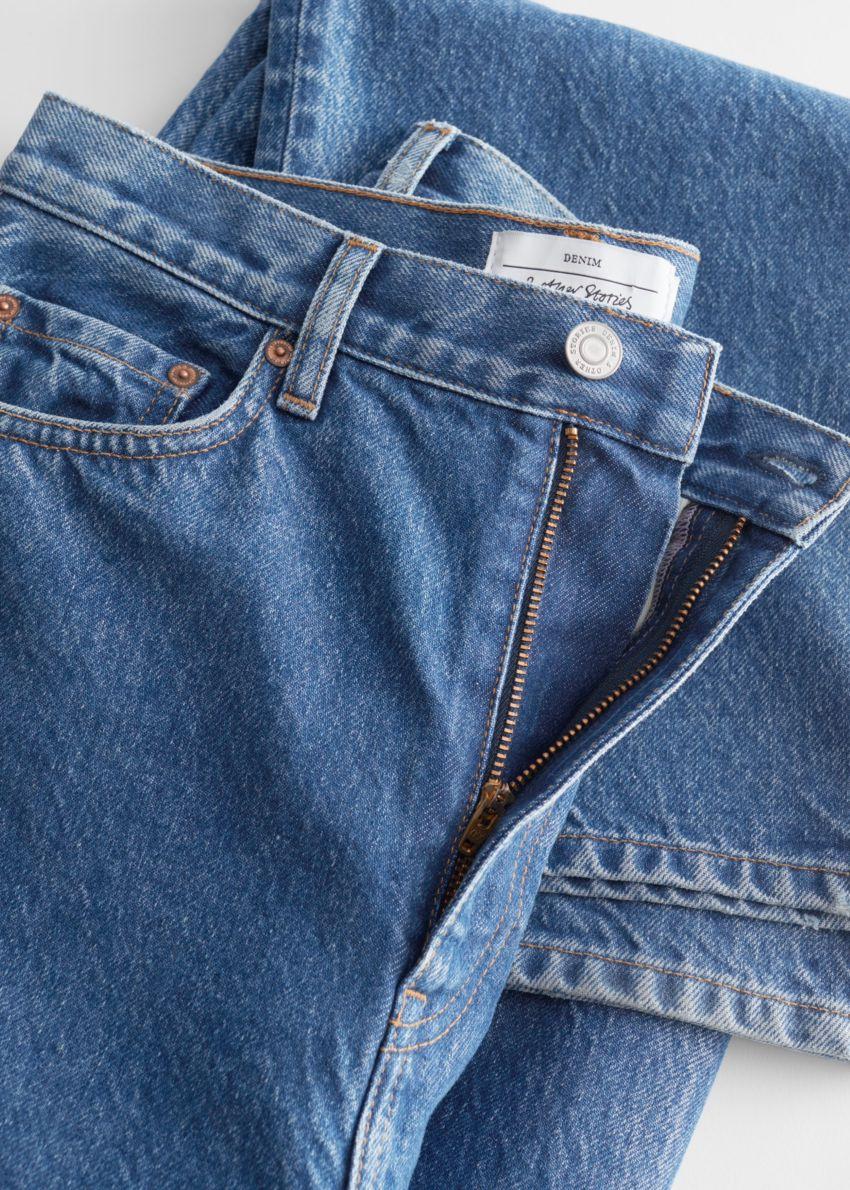앤아더스토리즈 디어 컷 진의 보스 블루 컬러 Detail입니다.