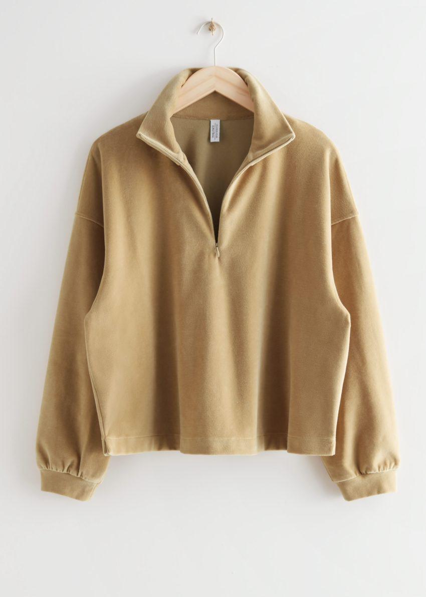 앤아더스토리즈 박시 하프 집 벨루어 라운지 스웨터의 카라멜컬러 Product입니다.