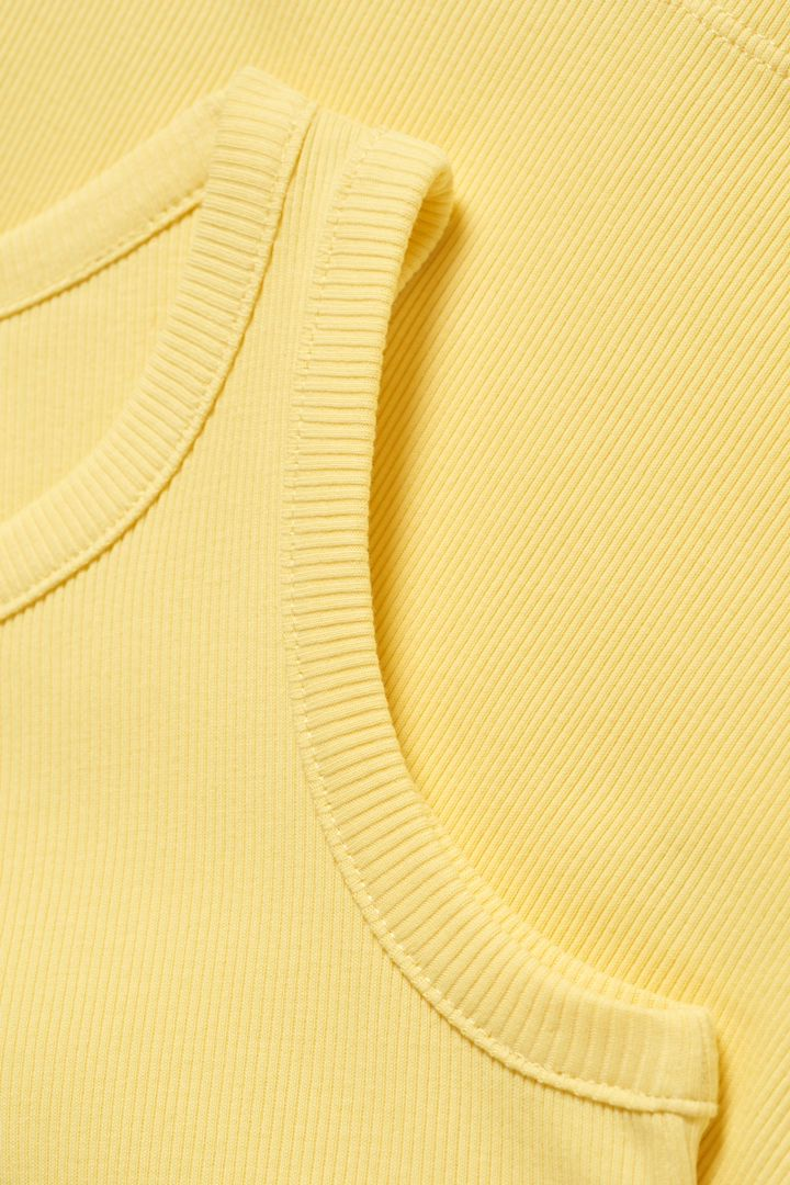 COS 오가닉 코튼 리브 베스트의 옐로우컬러 Detail입니다.