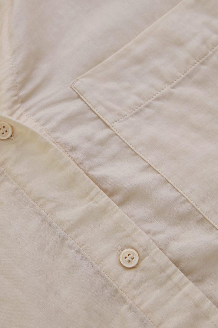 COS 오가닉 코튼 오버사이즈 튜닉 스타일 셔츠의 베이지컬러 Detail입니다.