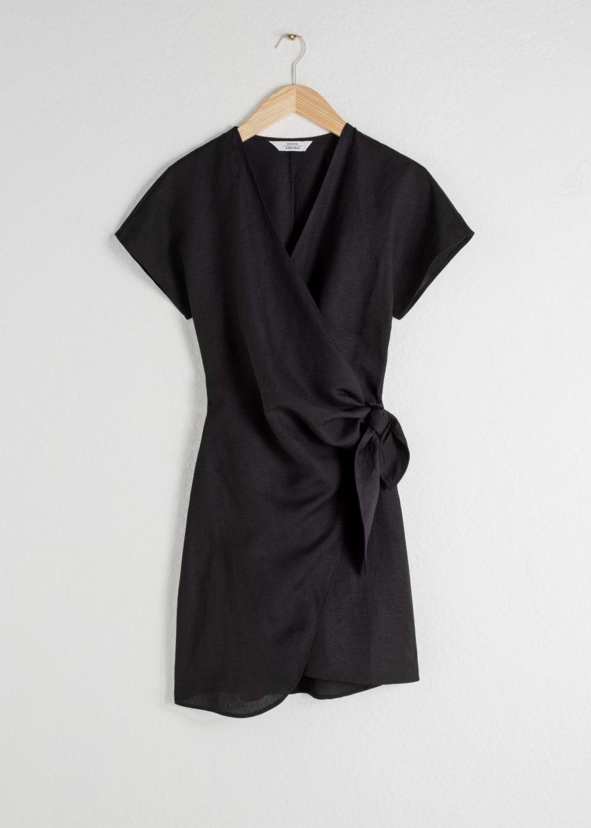 앤아더스토리즈 리넨 블렌드 랩 미니 드레스의 블랙컬러 Product입니다.