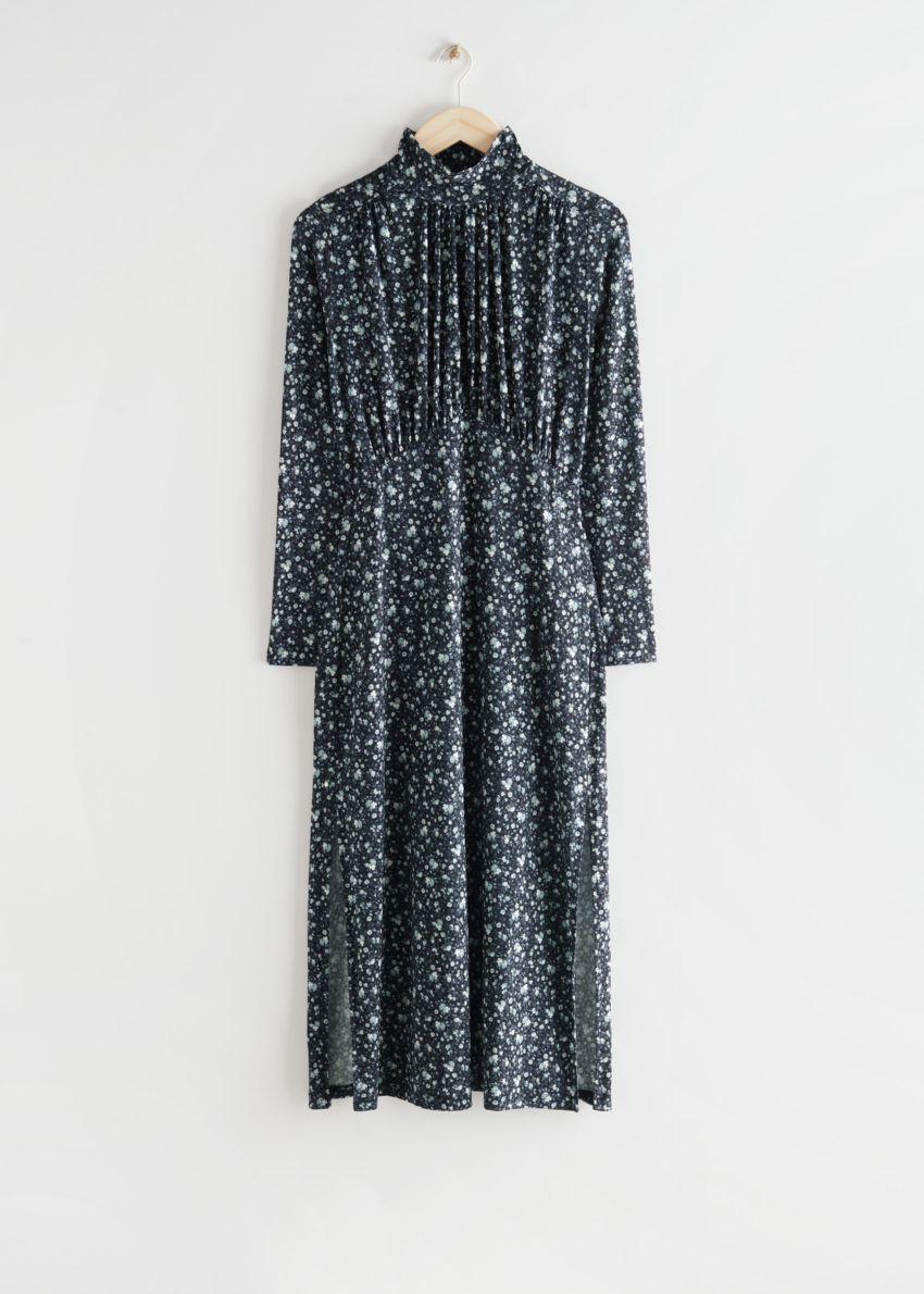 앤아더스토리즈 개더드 하이 카라 미디 드레스의 블랙 플로럴컬러 Product입니다.