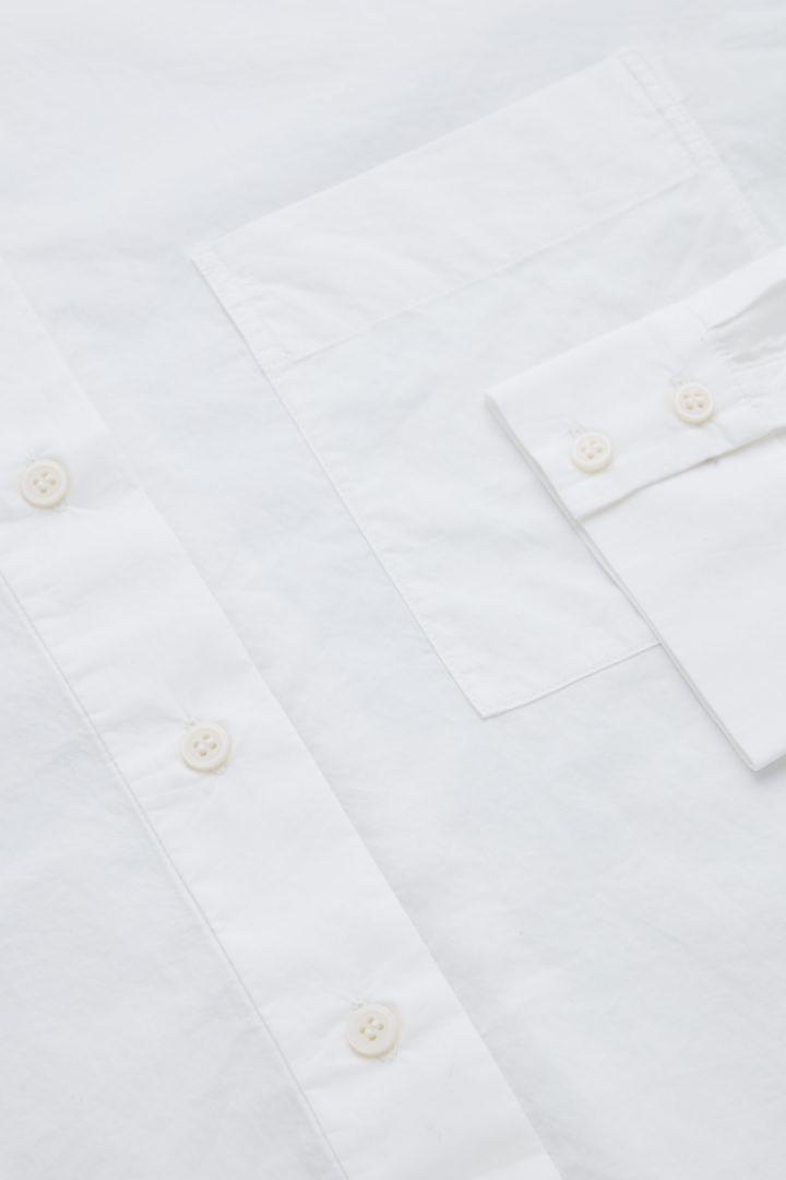 COS 코튼 포플린 셔츠 드레스의 화이트컬러 Detail입니다.