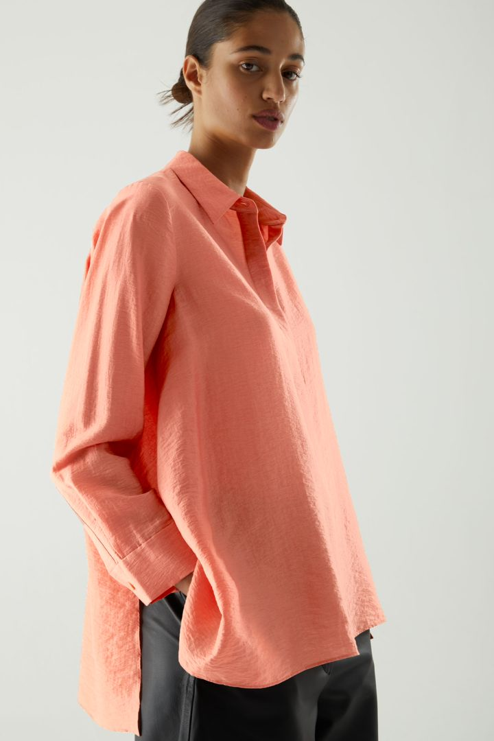COS default image 4 of 오렌지 in 크링클드 드레이프드 셔츠