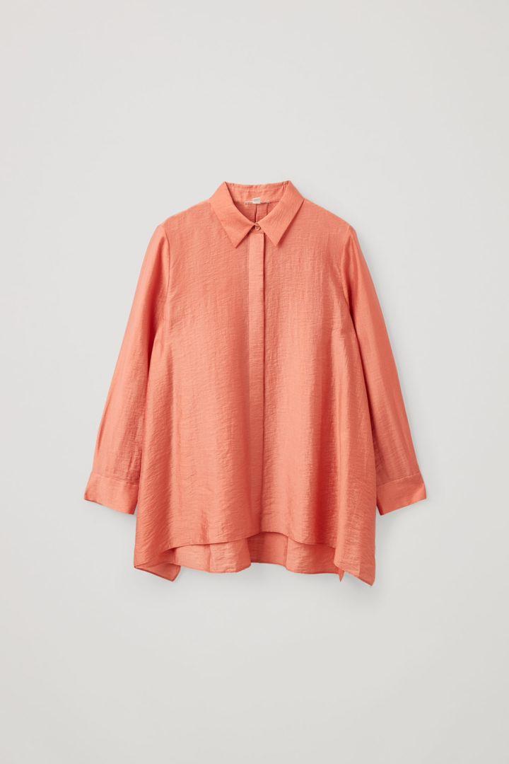 COS hover image 4 of 오렌지 in 크링클드 드레이프드 셔츠