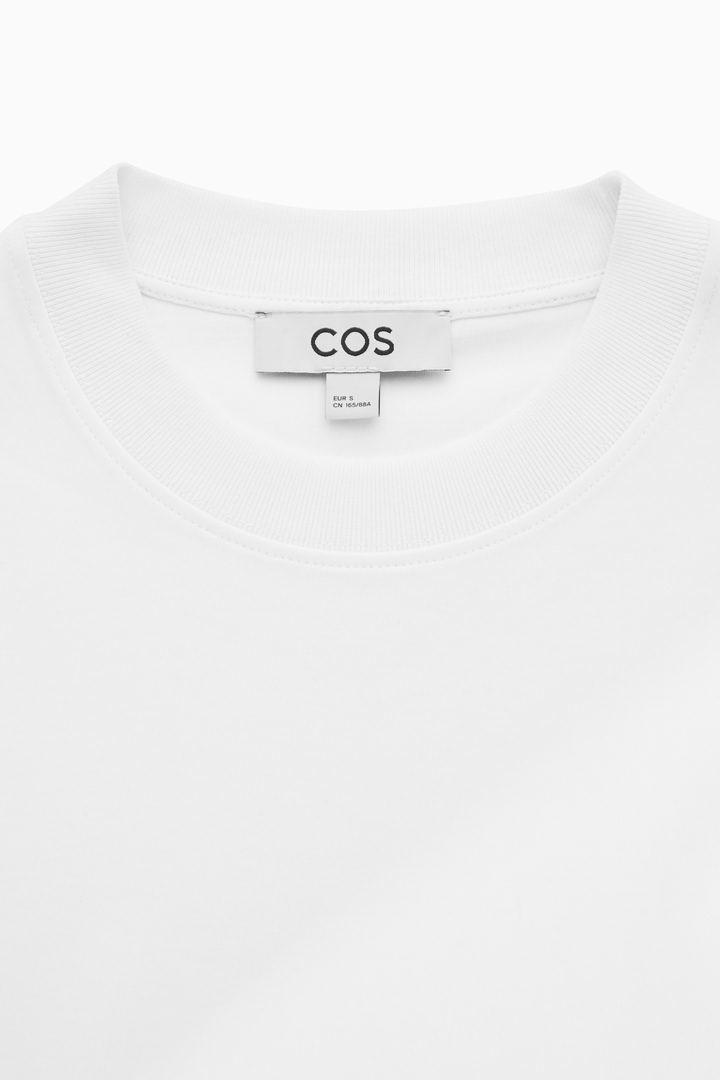 COS 슬림 핏 롱 슬리브 티셔츠 의 화이트컬러 Detail입니다.