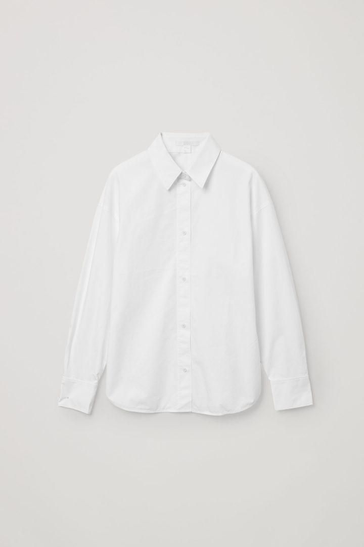 COS 오가닉 코튼 피티드 셔츠의 화이트컬러 Product입니다.