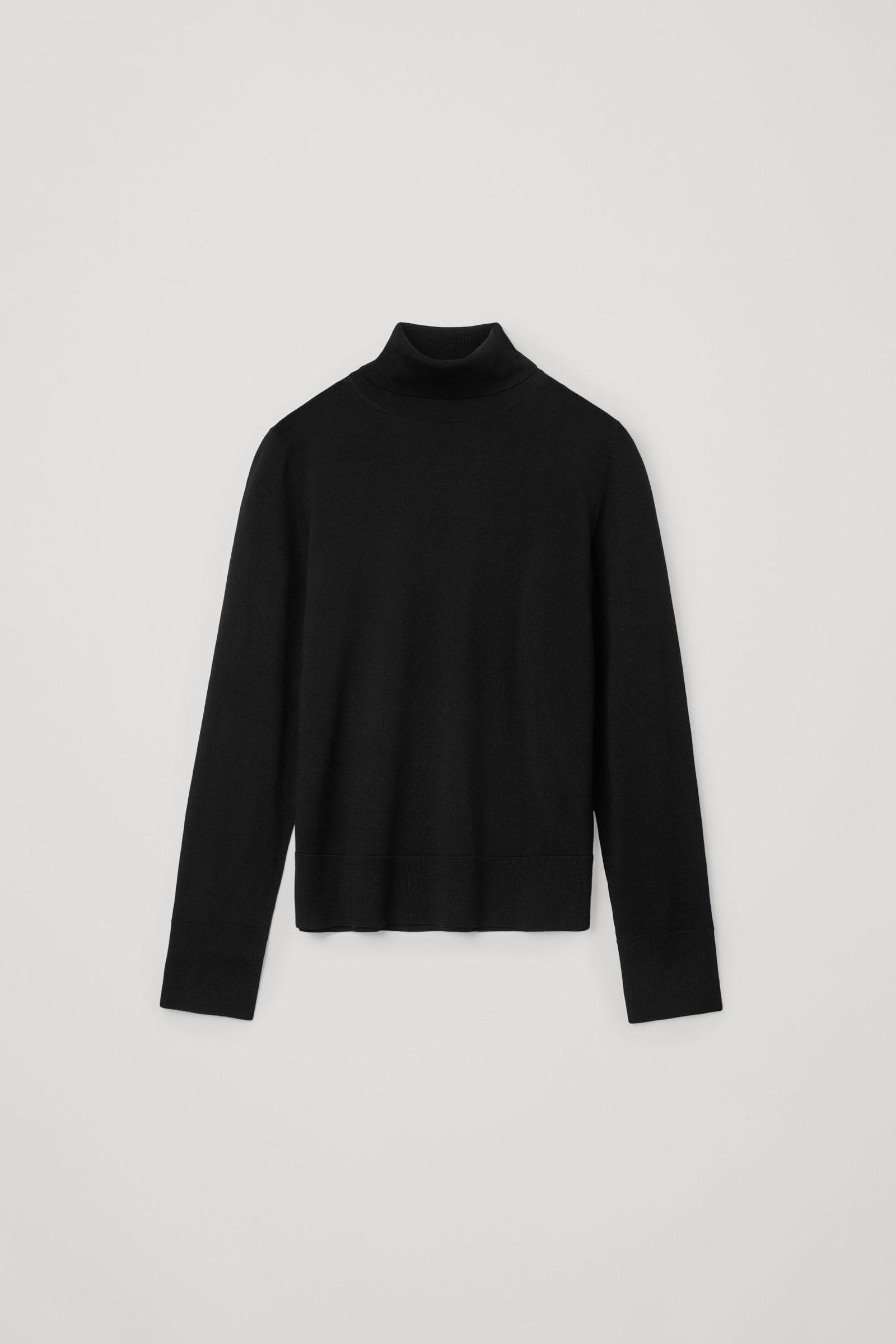 COS 메리노 울 롤넥 스웨터의 블랙컬러 Product입니다.