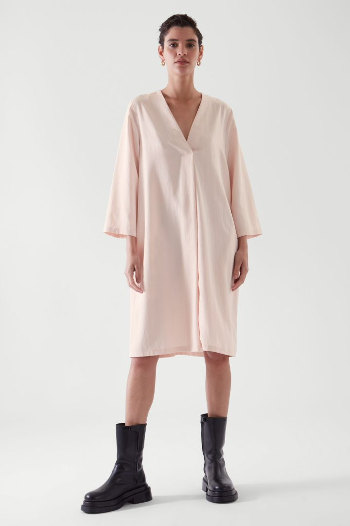COS default image 3 of  in 브이넥 튜닉 드레스