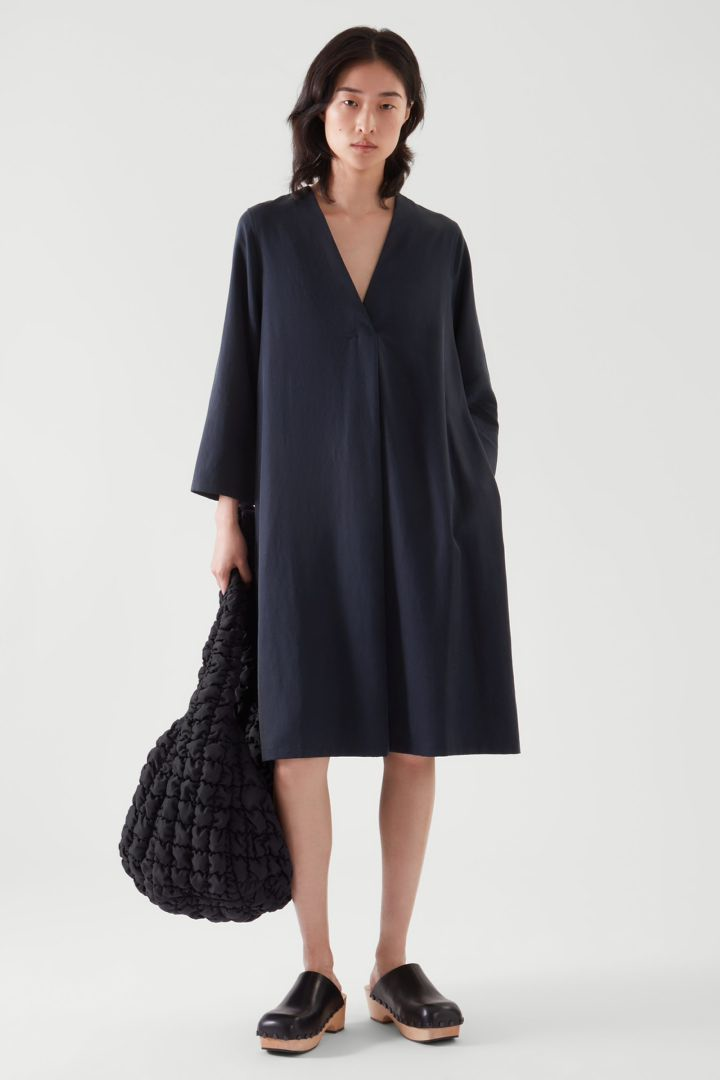 COS default image 2 of  in 브이넥 튜닉 드레스
