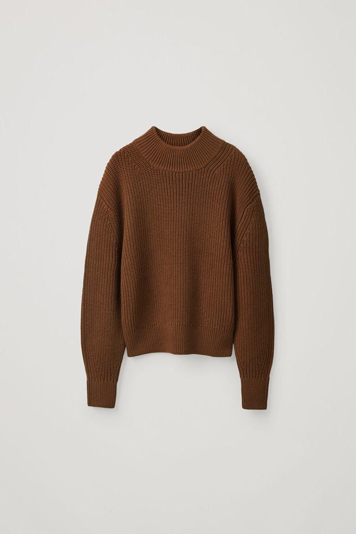 COS 청키 코튼 울 스웨터의 브라운컬러 Product입니다.