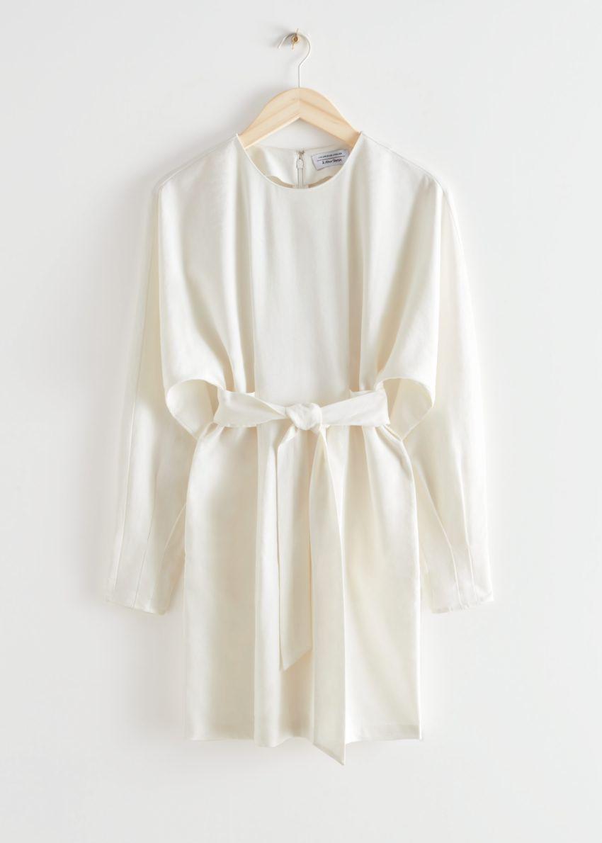 앤아더스토리즈 벨티드 돌먼 슬리브 미니 드레스 의 화이트컬러 Product입니다.