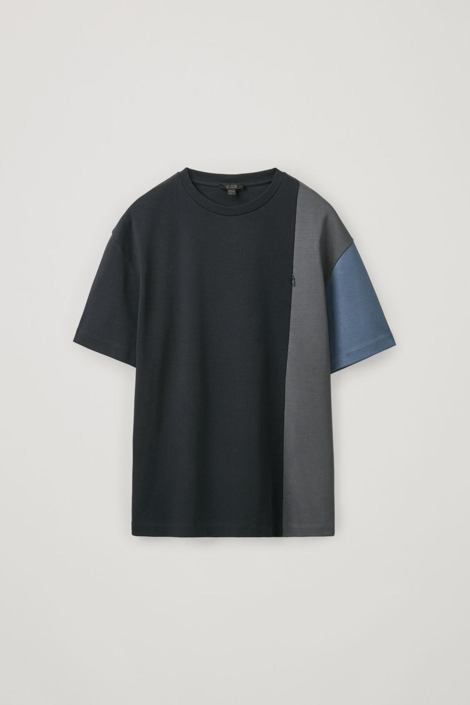 COS 코튼 패널드 티셔츠의 네이비 / 블루 / 그레이컬러 Product입니다.