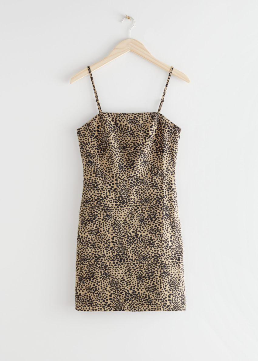 앤아더스토리즈 피티드 리넨 블렌드 미니 드레스의 레오파드 프린트컬러 Product입니다.