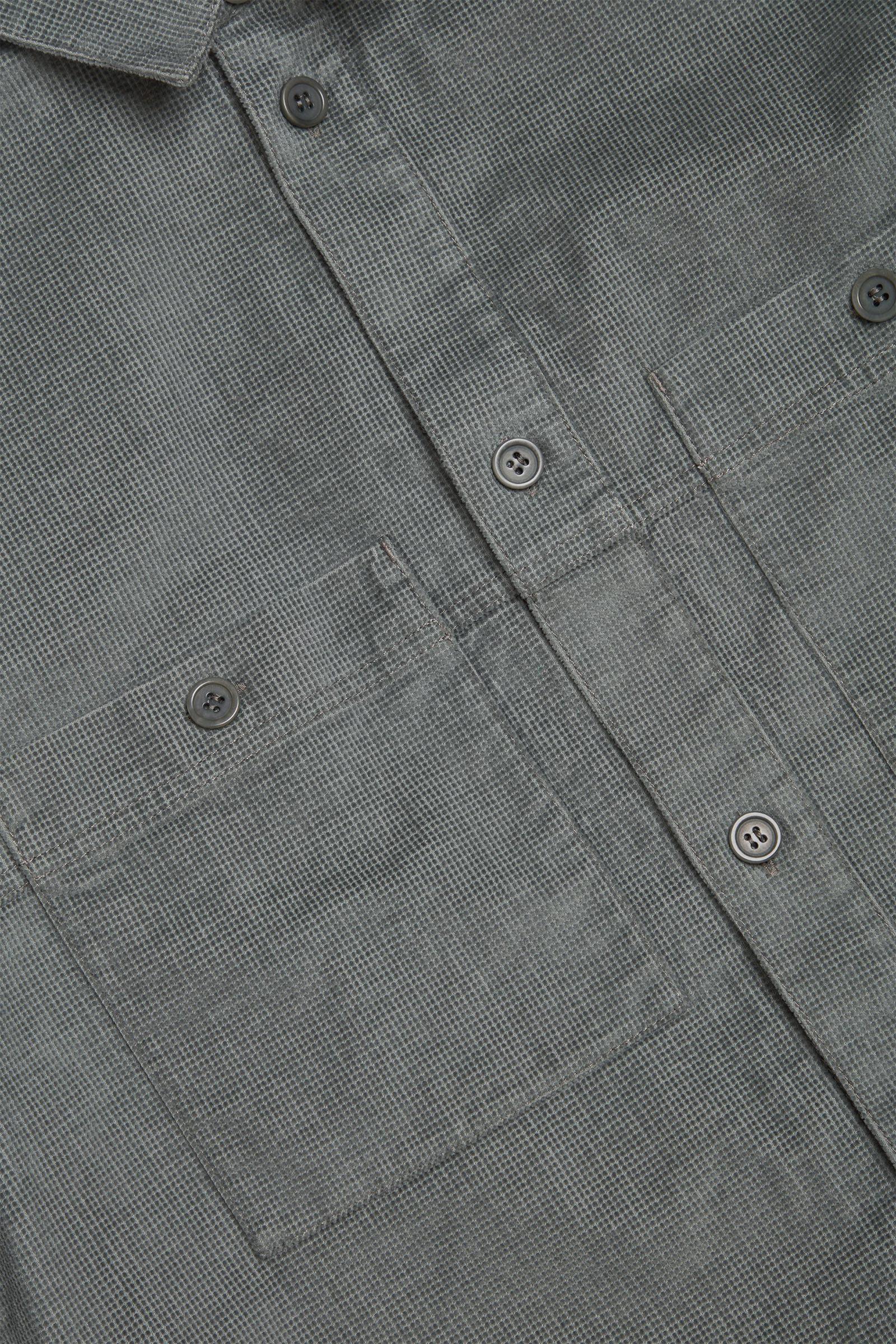 COS 오가닉 코튼 유틸리티 셔츠의 그린컬러 Detail입니다.