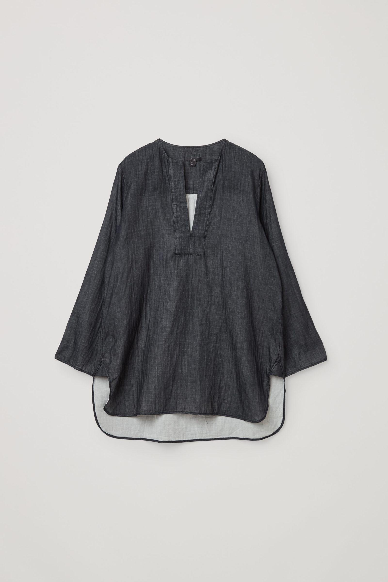 COS 오가닉 코튼 샴브레이 튜닉 스타일 셔츠의 그레이컬러 Product입니다.