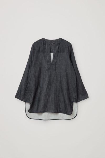 COS default image 4 of 블랙 in 오가닉 코튼 샴브레이 튜닉 스타일 셔츠