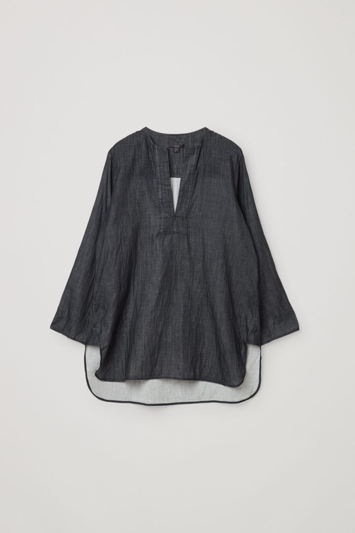 COS hover image 5 of 블랙 in 오가닉 코튼 샴브레이 튜닉 스타일 셔츠