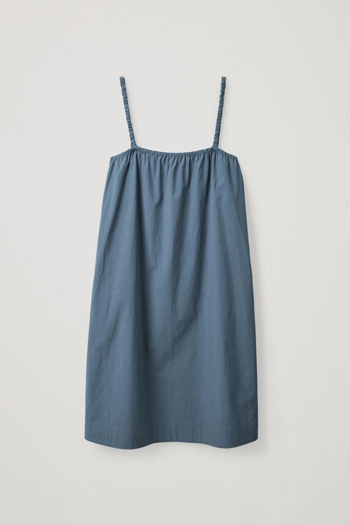 COS 개더드 디테일 코튼 드레스의 블루컬러 Product입니다.