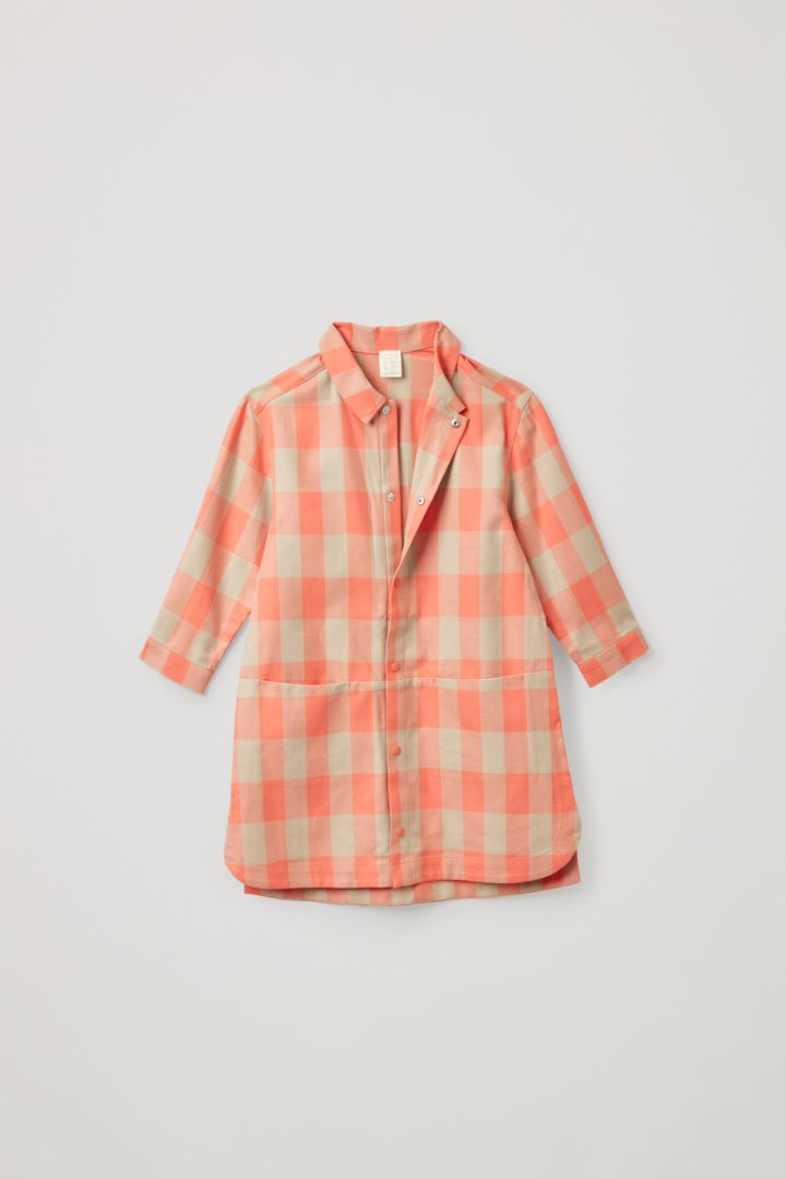 COS 오가닉 코튼 오버사이즈 깅엄 체크 드레스의 베이지컬러 Product입니다.