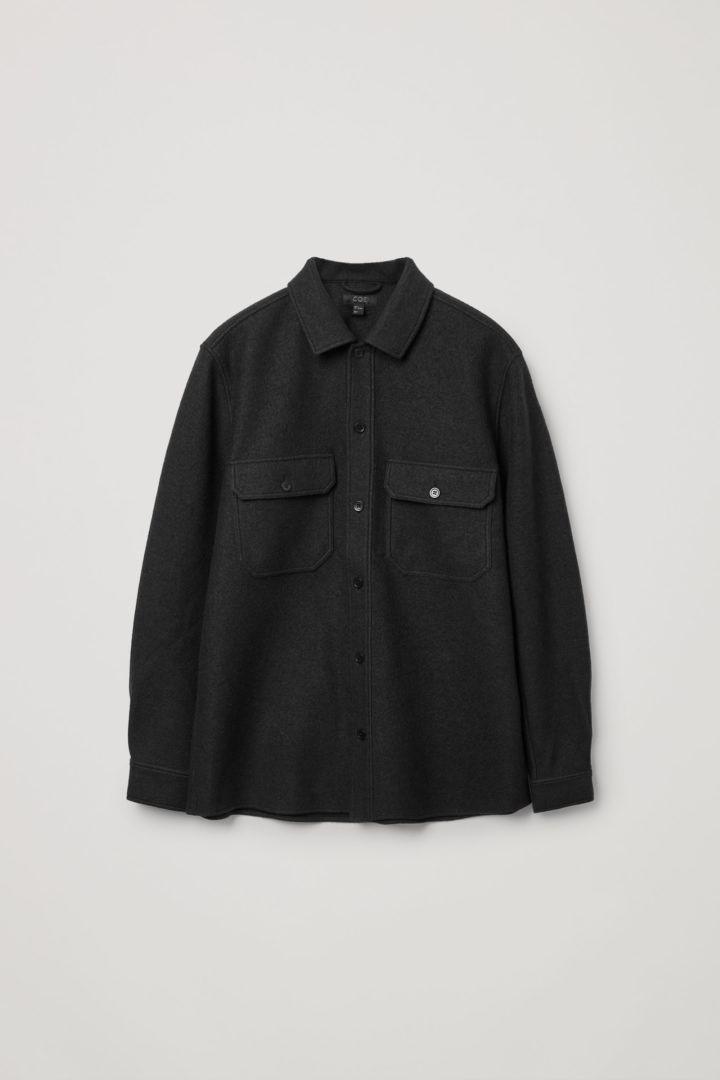 COS 릴랙스드 코튼 울 셔츠의 다크 그린컬러 Product입니다.