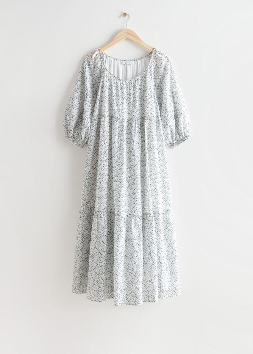 앤아더스토리즈 와이드 티어드 미디 드레스의 화이트 플로럴컬러 Product입니다.