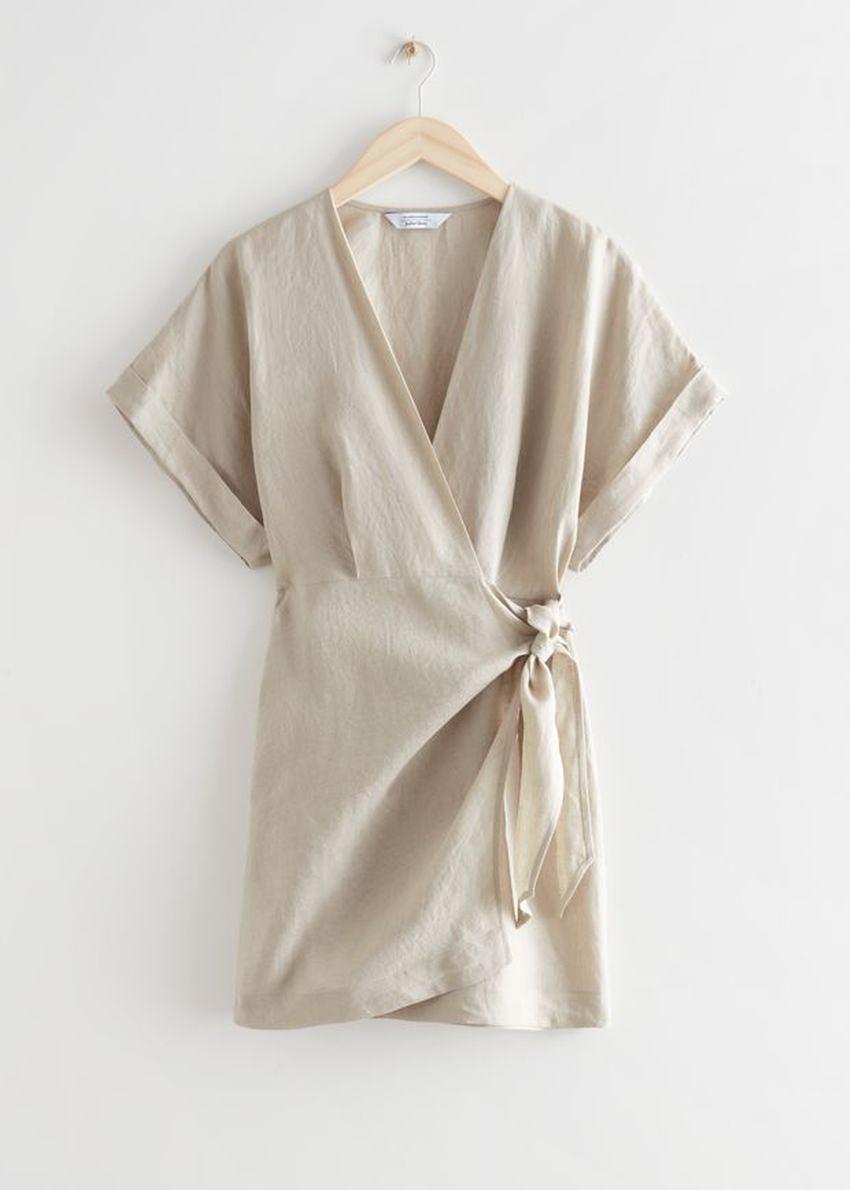 앤아더스토리즈 리넨 랩 미니 드레스의 라이트 베이지컬러 Product입니다.