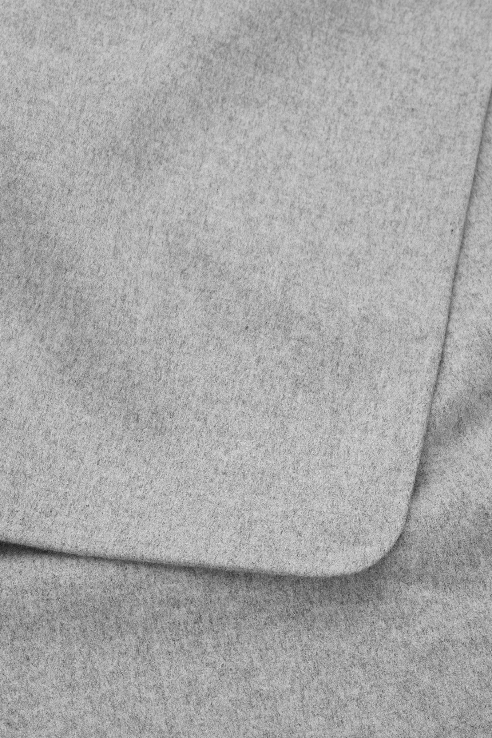 COS 울 믹스 케이프의 라이트 그레이컬러 Detail입니다.