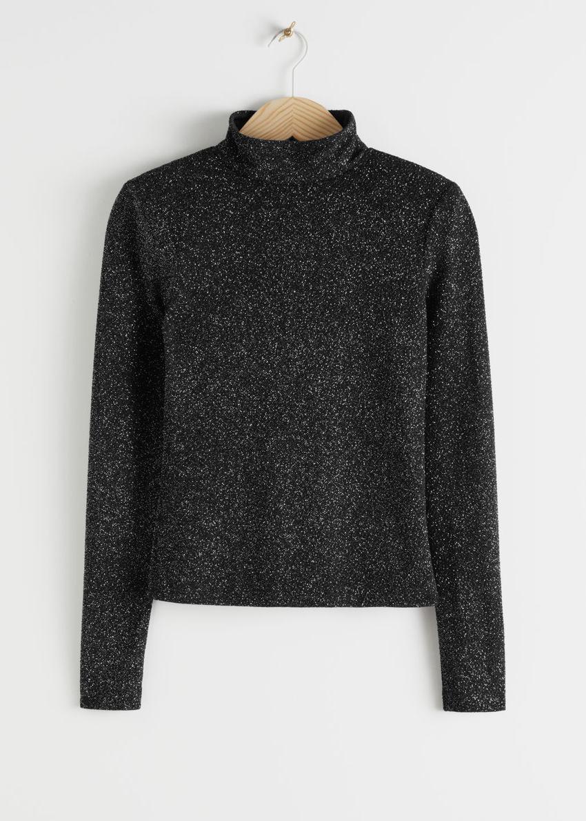 앤아더스토리즈 피티드 터틀넥 글리터 스웨터의 블랙 메탈릭컬러 Product입니다.