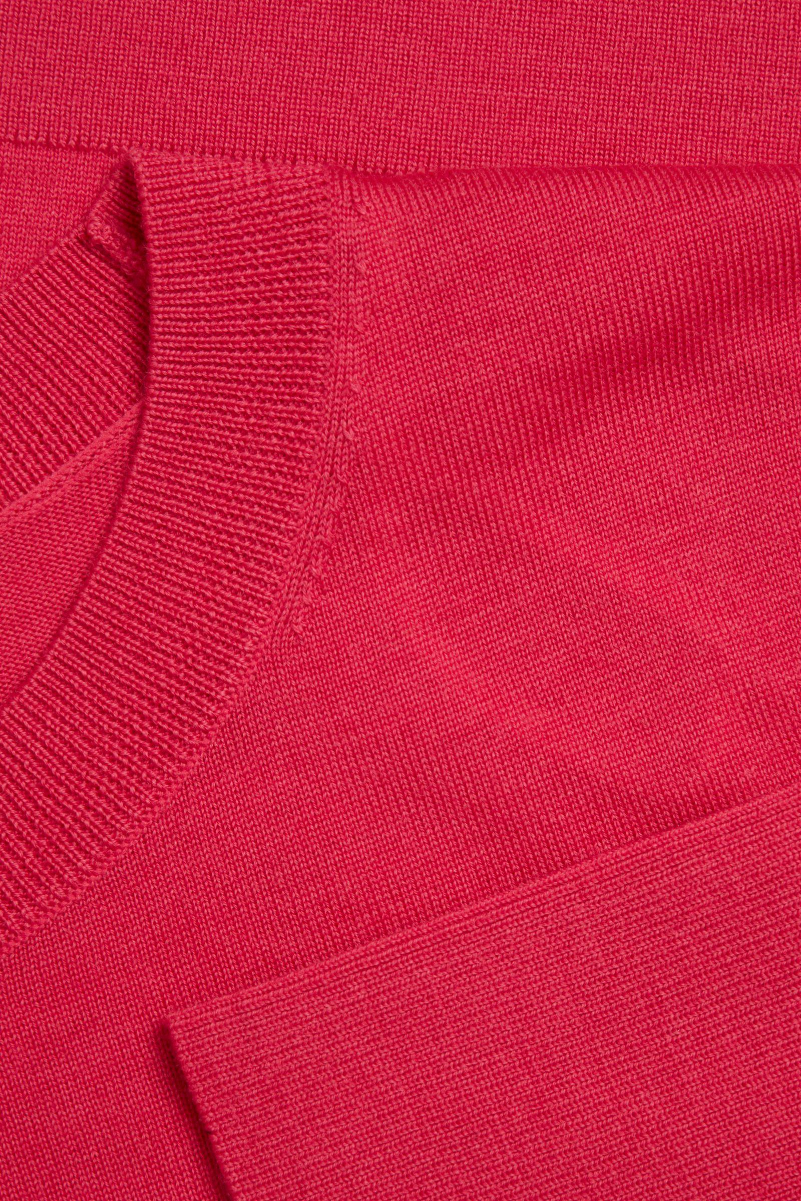 COS 메리노 울 크루 넥 스웨터의 핑크컬러 Detail입니다.