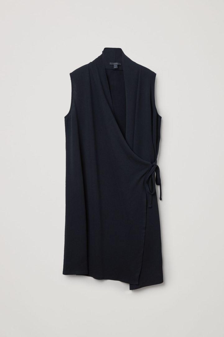 COS 슬리브리스 카울 넥 드레스의 블랙컬러 Product입니다.