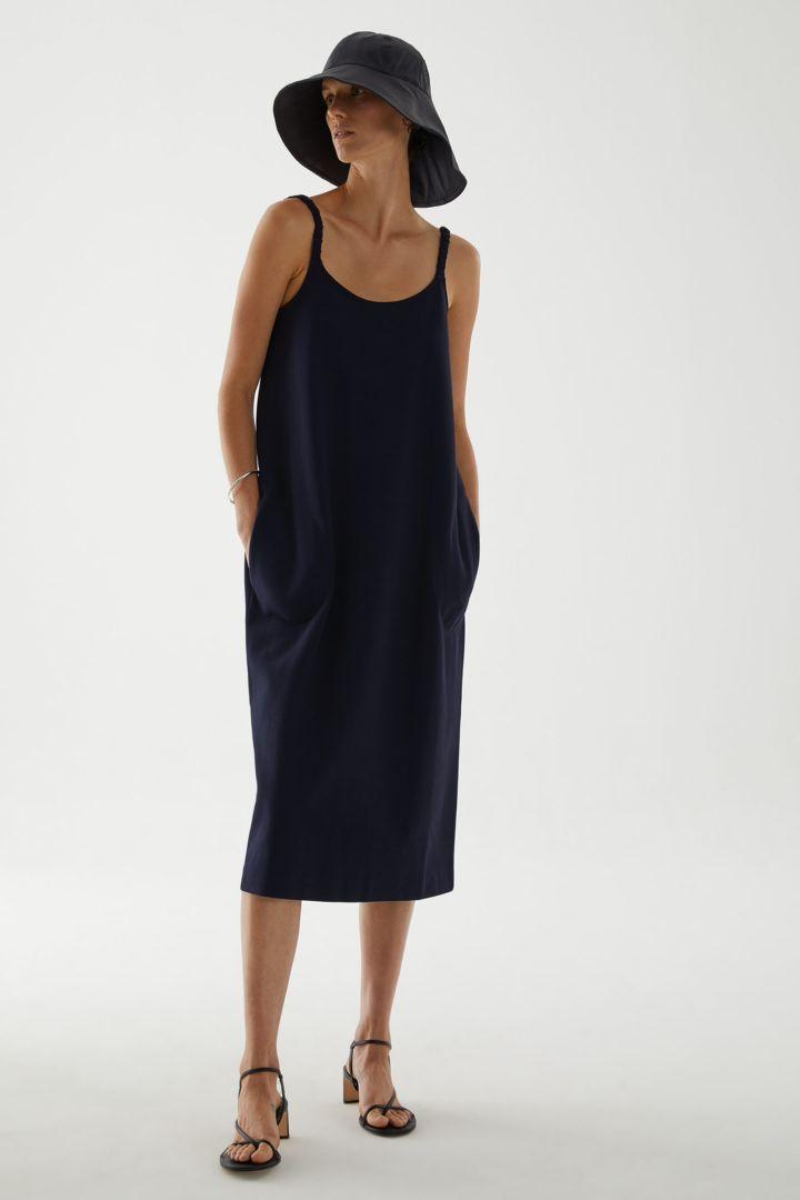 COS default image 11 of 블루 in 오가닉 코튼 라운디드 헴 슬립 드레스