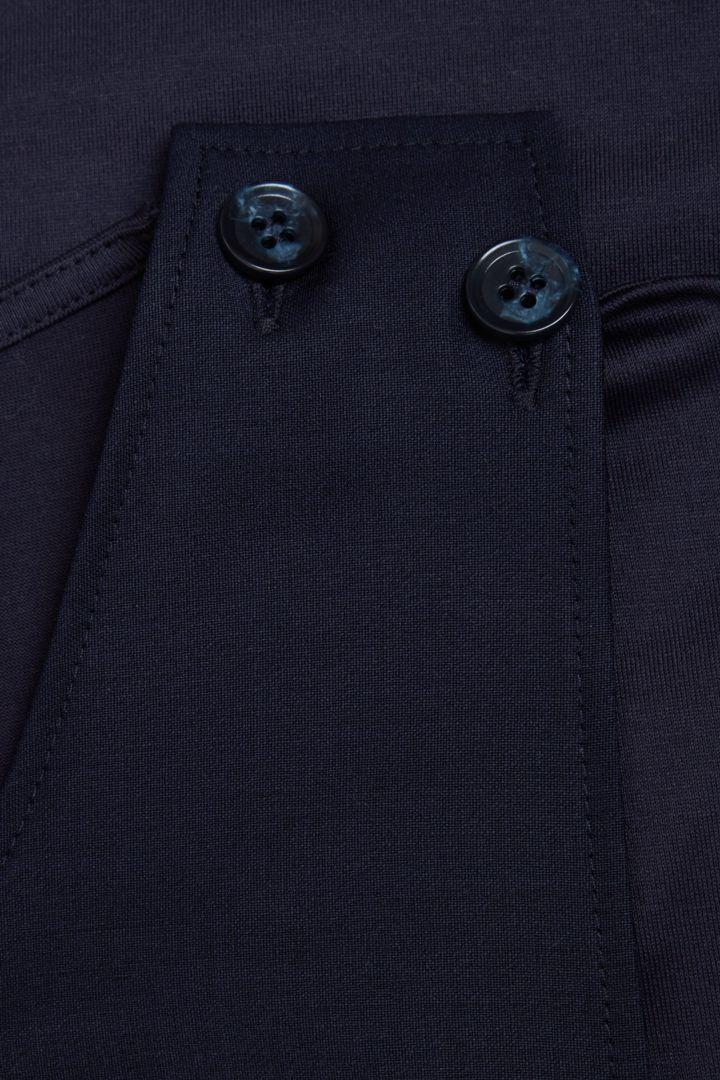 COS 레이어드 코튼 저지 드레스의 네이비컬러 Detail입니다.