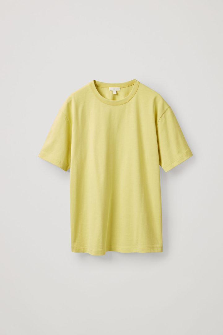 COS 박시 티셔츠의 옐로우컬러 Product입니다.