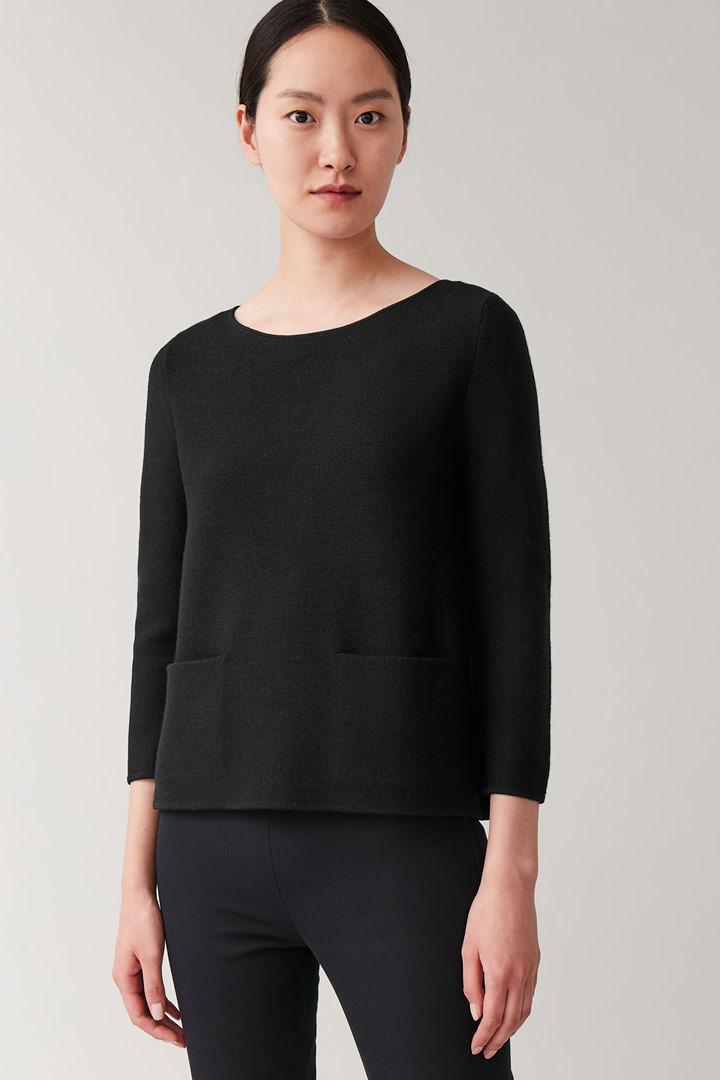 COS default image 4 of 블랙 in A라인 메리노 스웨터