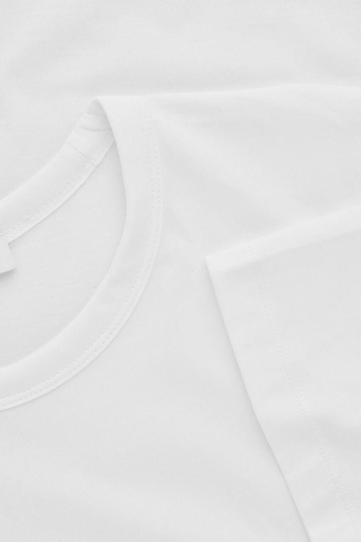 COS 브러쉬드 코튼 티셔츠의 화이트컬러 Product입니다.