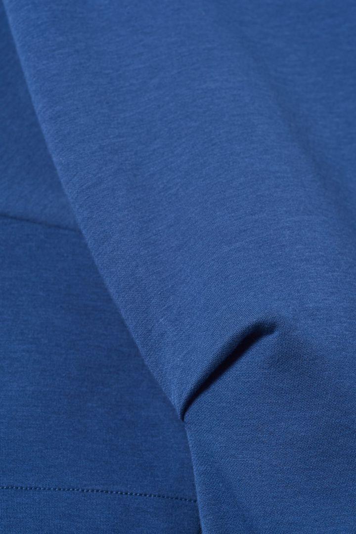 COS 코튼 믹스 티셔츠 드레스의 블루컬러 Detail입니다.