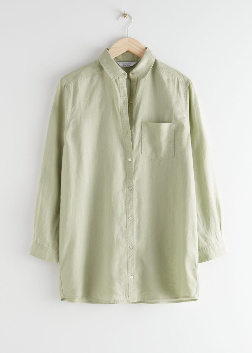 앤아더스토리즈 오버사이즈 리넨 셔츠의 그린컬러 Product입니다.