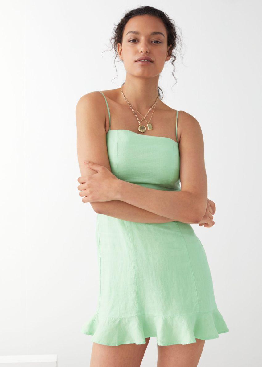 앤아더스토리즈 스파게티 스트랩 리넨 미니 드레스의 그린컬러 ECOMLook입니다.