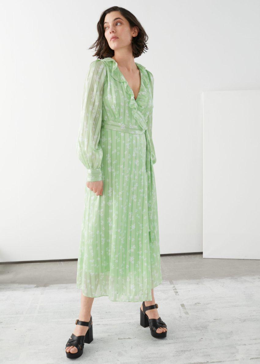 앤아더스토리즈 러플 자카드 미디 랩 드레스의 그린 프린트컬러 ECOMLook입니다.