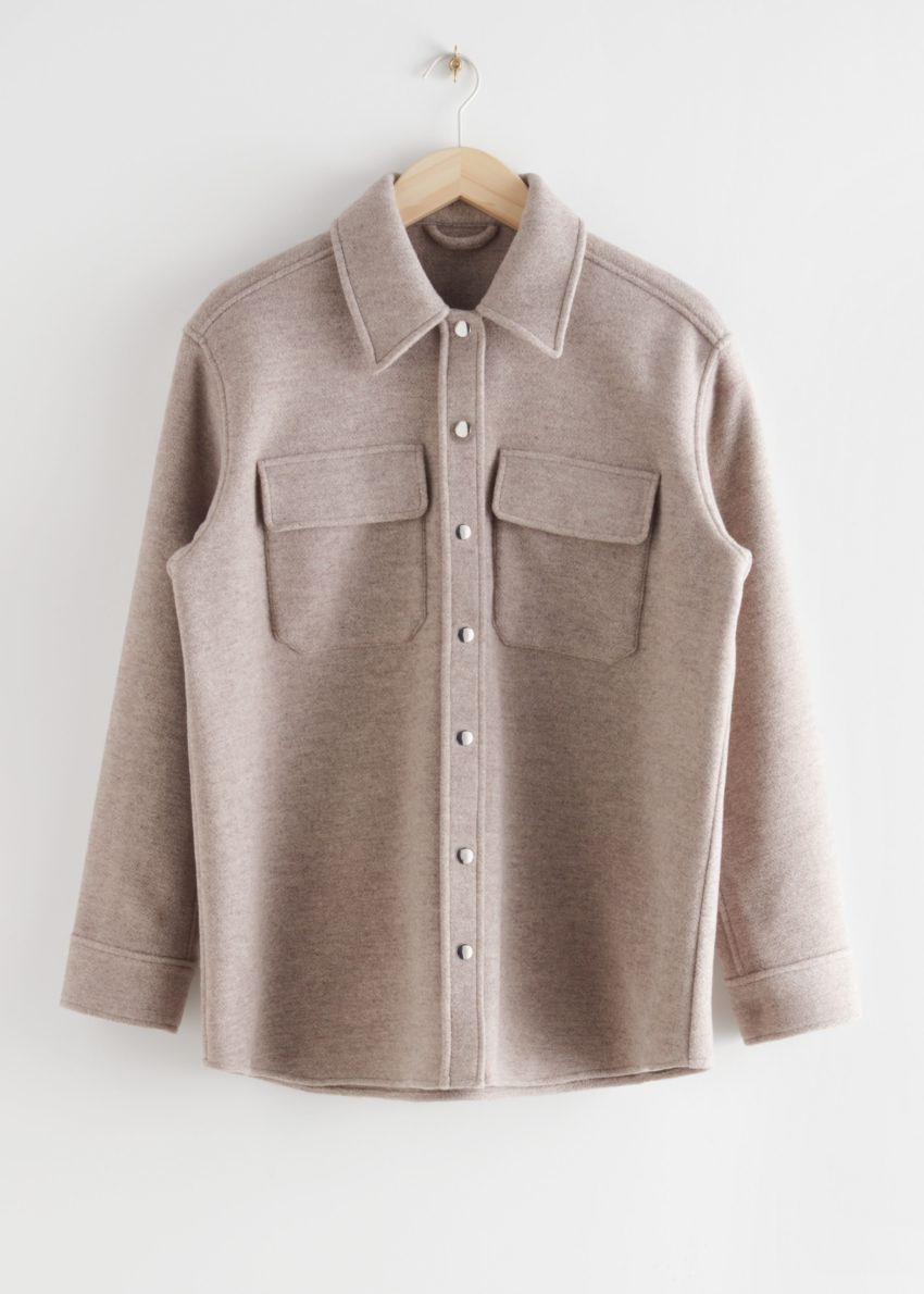 앤아더스토리즈 오버사이즈 울 블렌드 워크웨어 셔츠의 오트밀컬러 Product입니다.