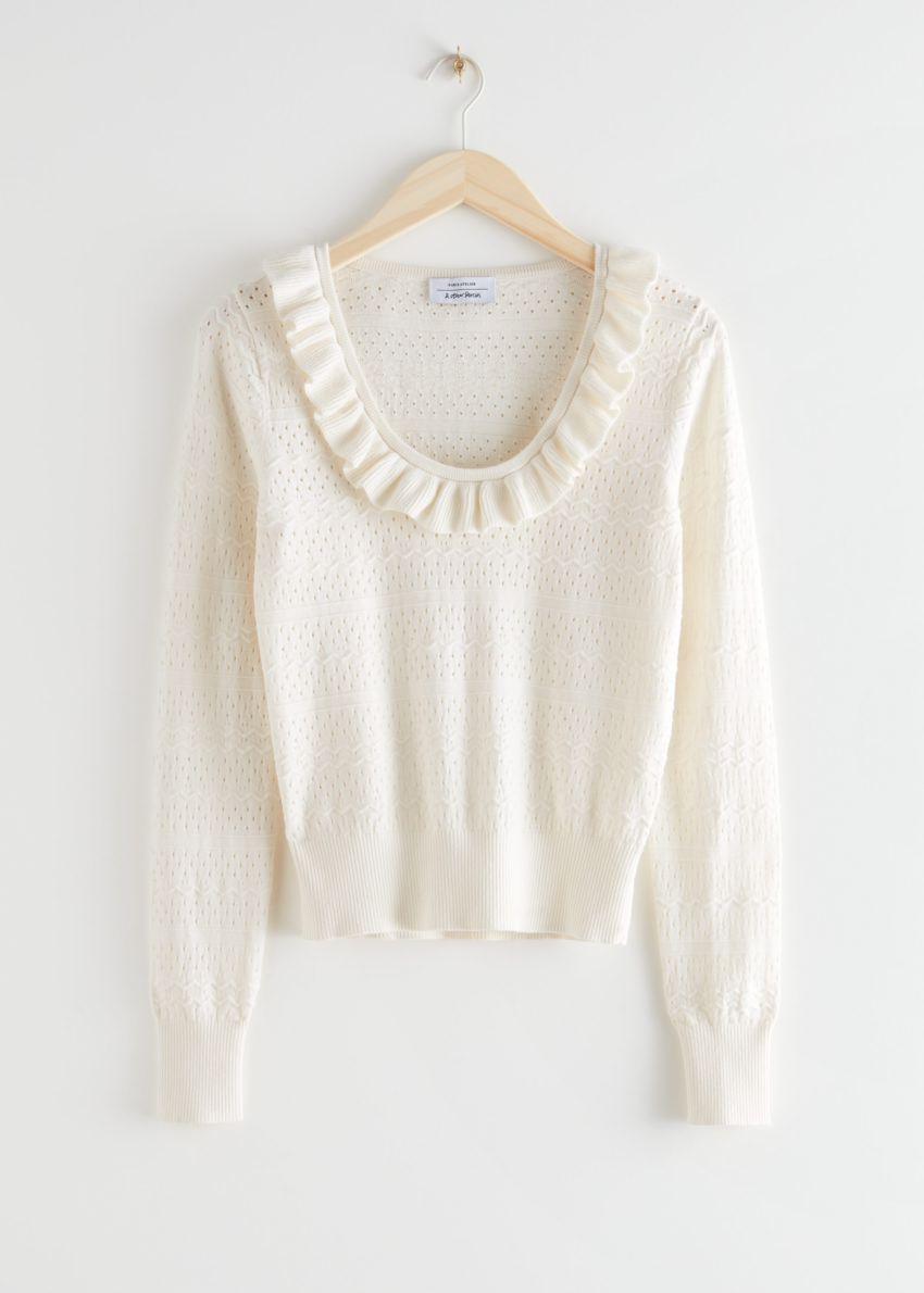 앤아더스토리즈 프릴 포인텔 니트 스웨터의 크림컬러 Product입니다.