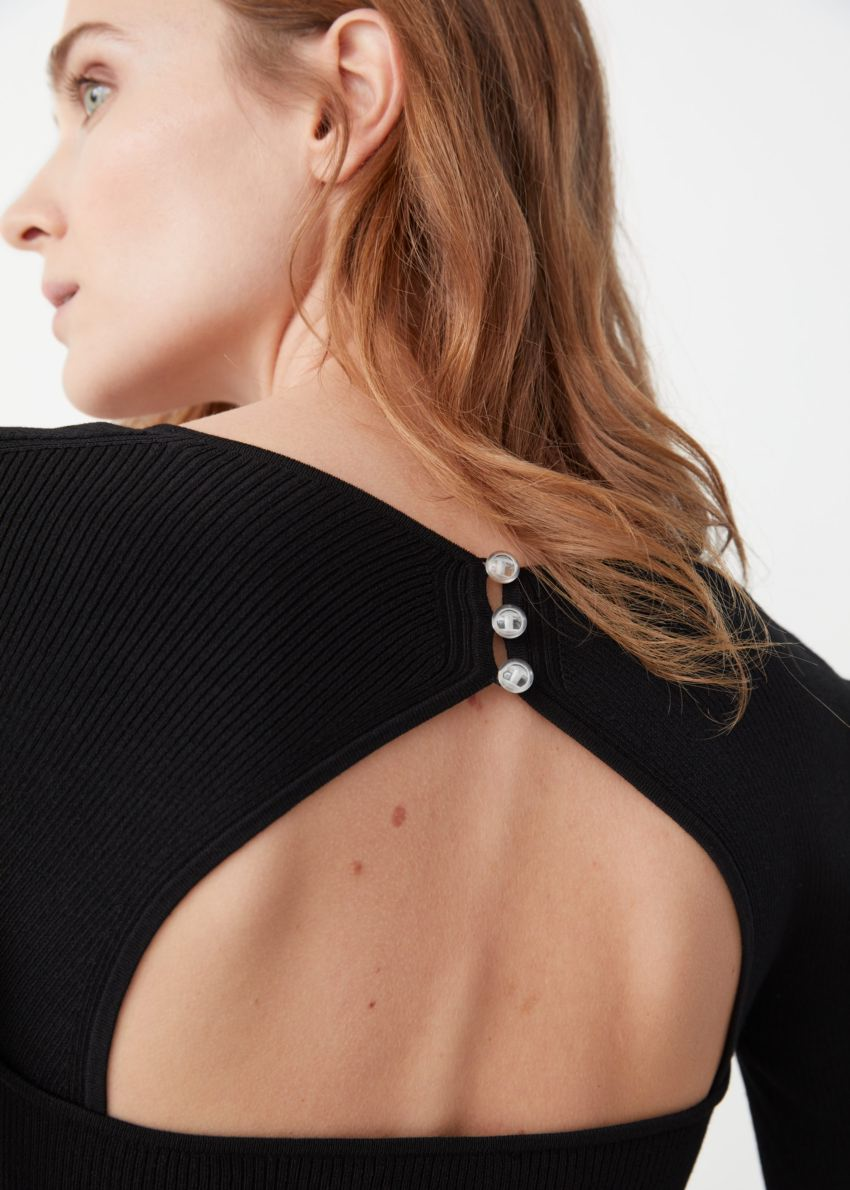 앤아더스토리즈 립 스위트하트 넥 뷔스티에 미니 드레스의 블랙컬러 ECOMLook입니다.