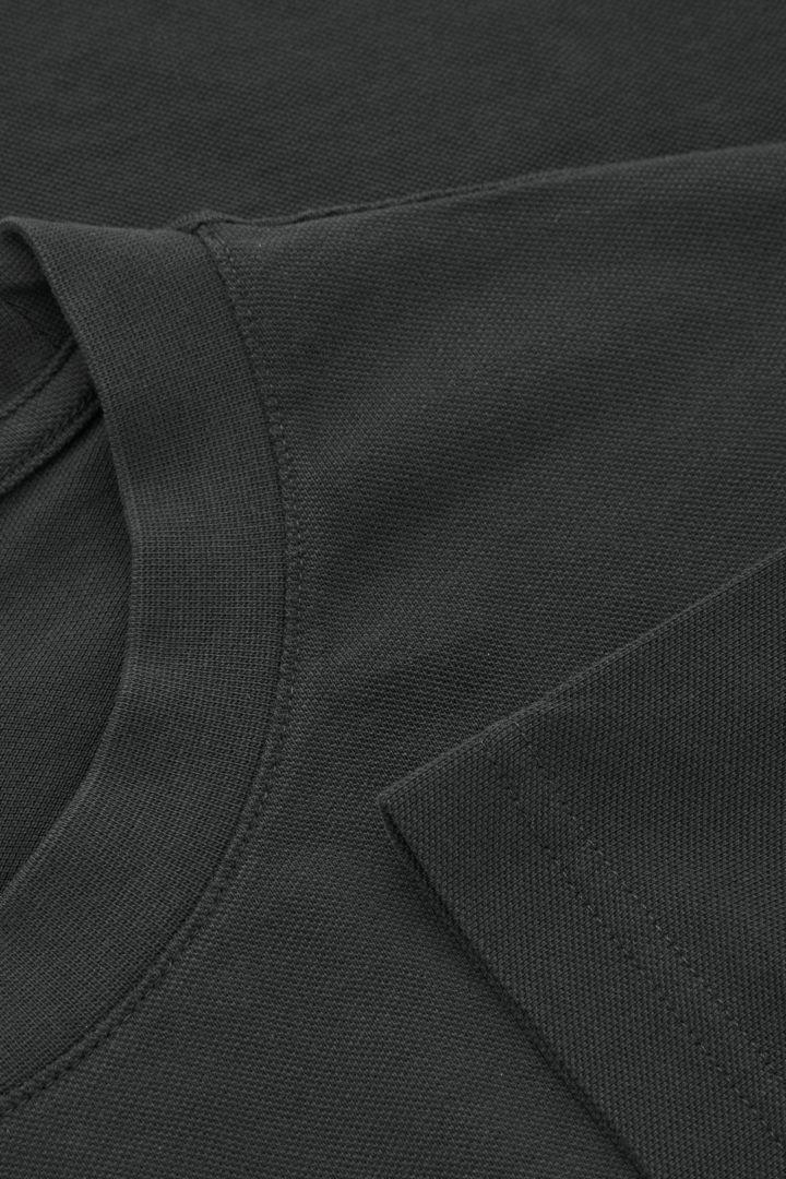 COS 릴랙스드 핏 티셔츠의 블랙컬러 Detail입니다.