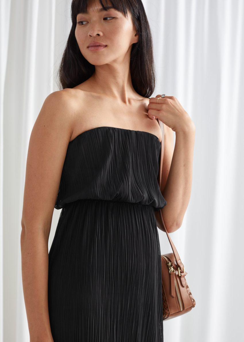 앤아더스토리즈 스트랩리스 피티드 미디 드레스의 블랙컬러 ECOMLook입니다.