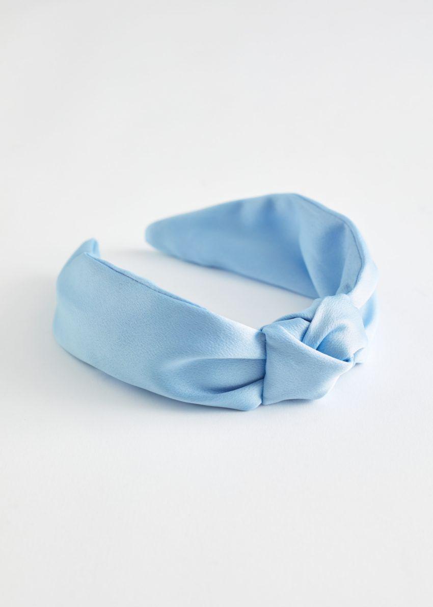 앤아더스토리즈 새틴 매듭 헤어밴드의 라이트 블루컬러 Product입니다.